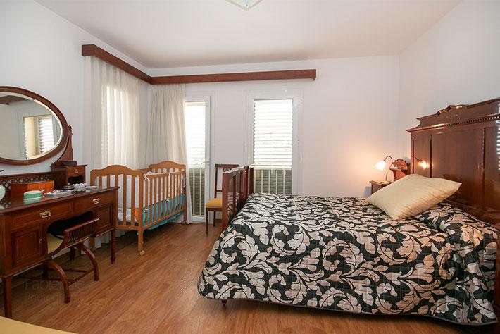 Zweites Zimmer mit typisch spanischen Möbel