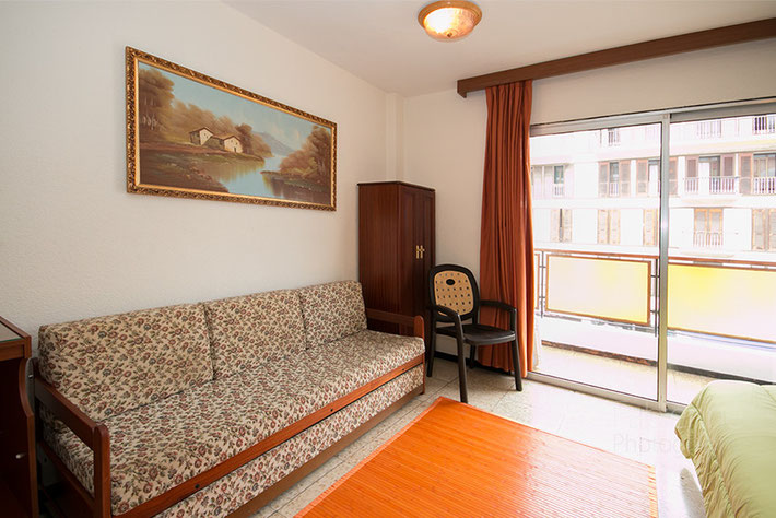 Sofa beim Balkon