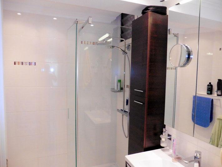 1. Badezimmer (en suite)