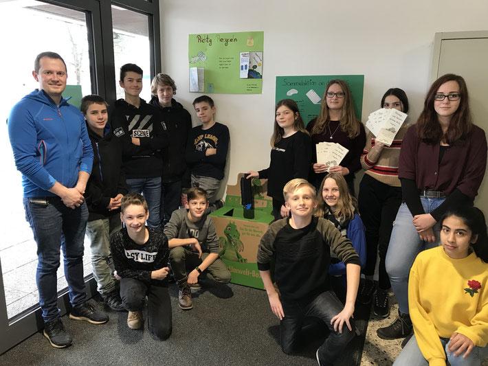 Gelebter Umweltschutz von Schülern der Klasse 8RH1 und Lehrer Fabian Kreck.