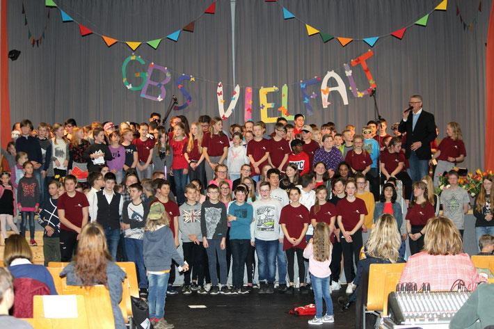 Schüler der Goldbachschule und der Schule am Brunnen begeistern ihre Zuschauer in der Sporthalle.