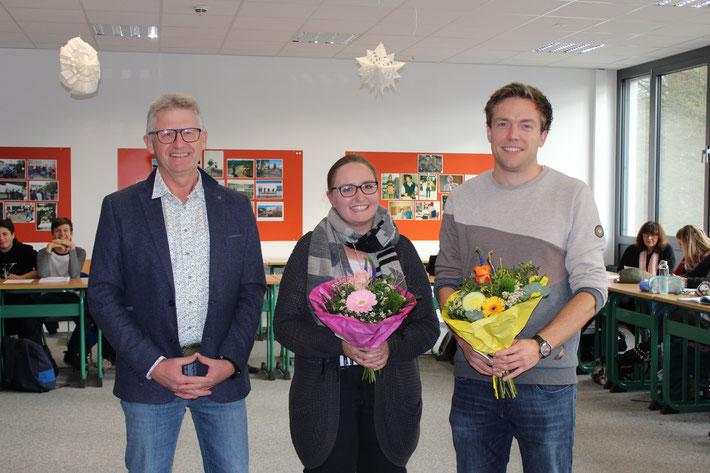 Schulleiter Heiko Bickel begrüßt die neuen Lehrkräfte: Sandra Michel (LiV) und Steffen Kämmerling im Team.