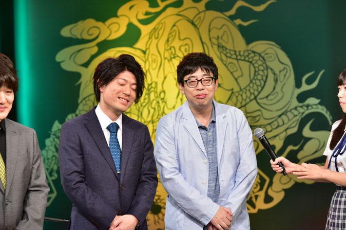 役満をアガって3着の浅井裕介(左)と放銃した馬場裕一(右)。