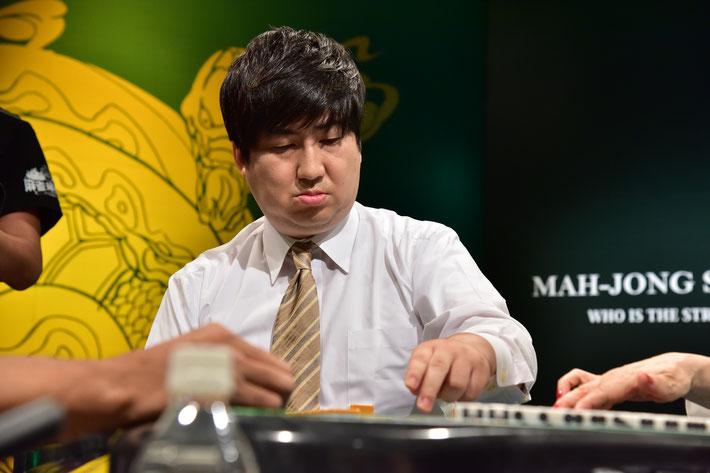 迫力、センス十分な麻雀を見せた鈴木大介(棋士)