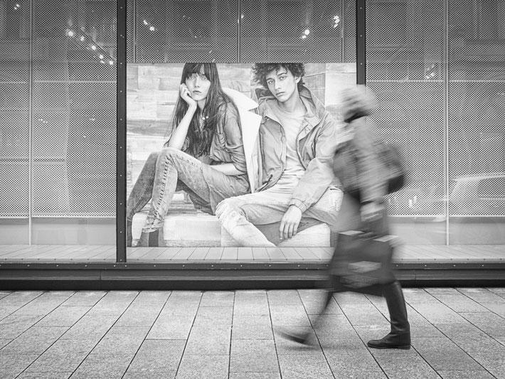 streetphotography hamburg alsterhaus