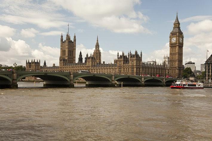 Palace of Westminster, im Vordergrund die Westminster Bridge.