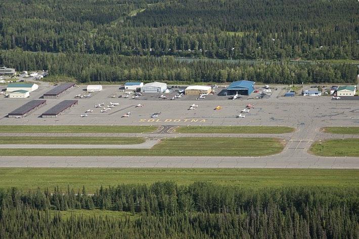 Jede größere Stadt, wie hier Soldotna, hat einen eigenen Flughafen.