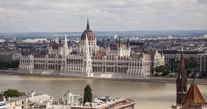 Blick von der Bastei auf das Parlamentsgebäude.