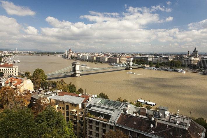 Fast am Ende des Berichts nochmals ein Panorama: Blick auf Pest von Buda aus gesehen.