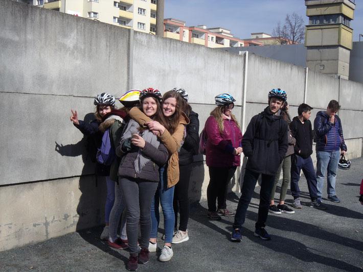 Les vestiges du mur de Berlin et son histoire expliqué par notre guide