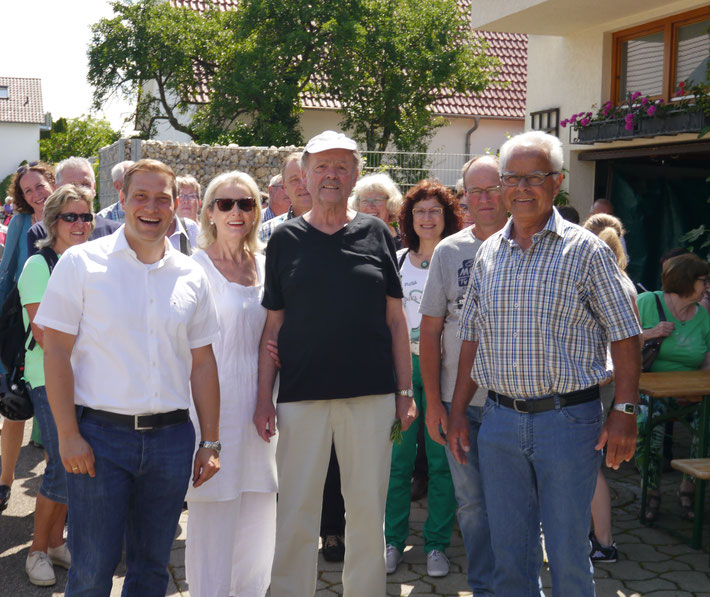 links vorne Herrn Bürgermeister Marcel Musolf - rechts vorne unser Vereinsvorsitzender des OGV  Bissingen Herrn Rudolf Thaler