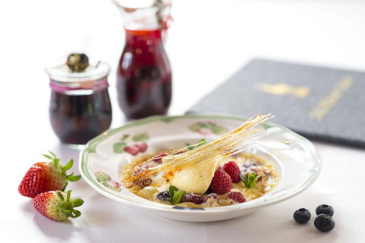 Foodfotograf Aschaffenburg, Foodaufnahme, Essen, Teller, Erdbeere