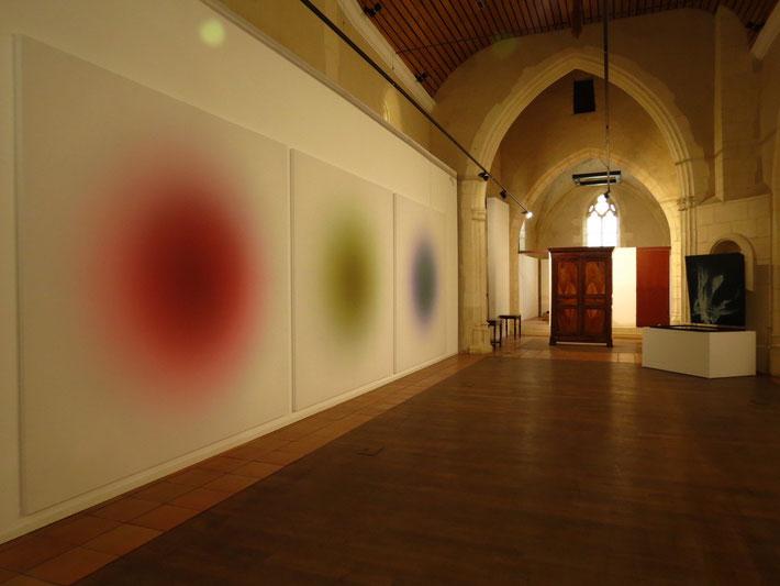 Au premier plan, RVB de Vincent Dulom, œuvre spécialement créée pour 6ème sens.