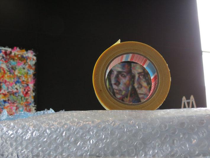 """Montage de l'exposition """"Street Art"""", Médiathèque du Bouscat, La Source."""