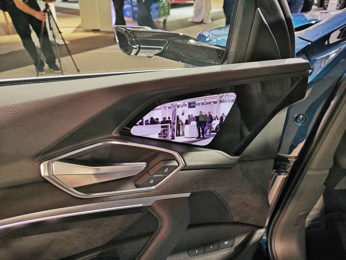 Der Audi e-tron präsentiert sich mit Kamera + Bildschirm statt Seitenspiegel