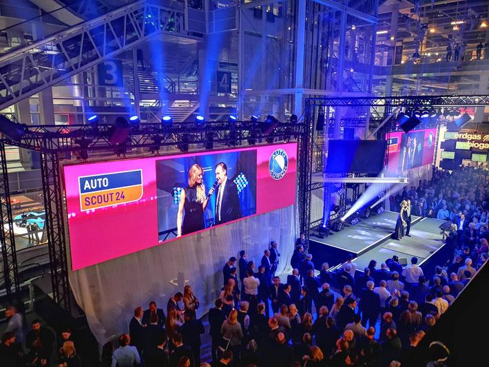 Die Eröffnungsgala der Auto Zürich - Christa Rigozzi interviewt Karl Bieri