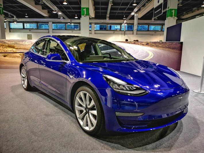 Schweizer Premiere des Tesla Model 3 an der Auto Zürich 2018