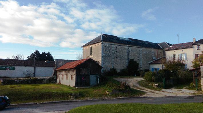 Ancienne quincaillerie avec verrière, salle de Bellue à Baignes Sainte Radegonde