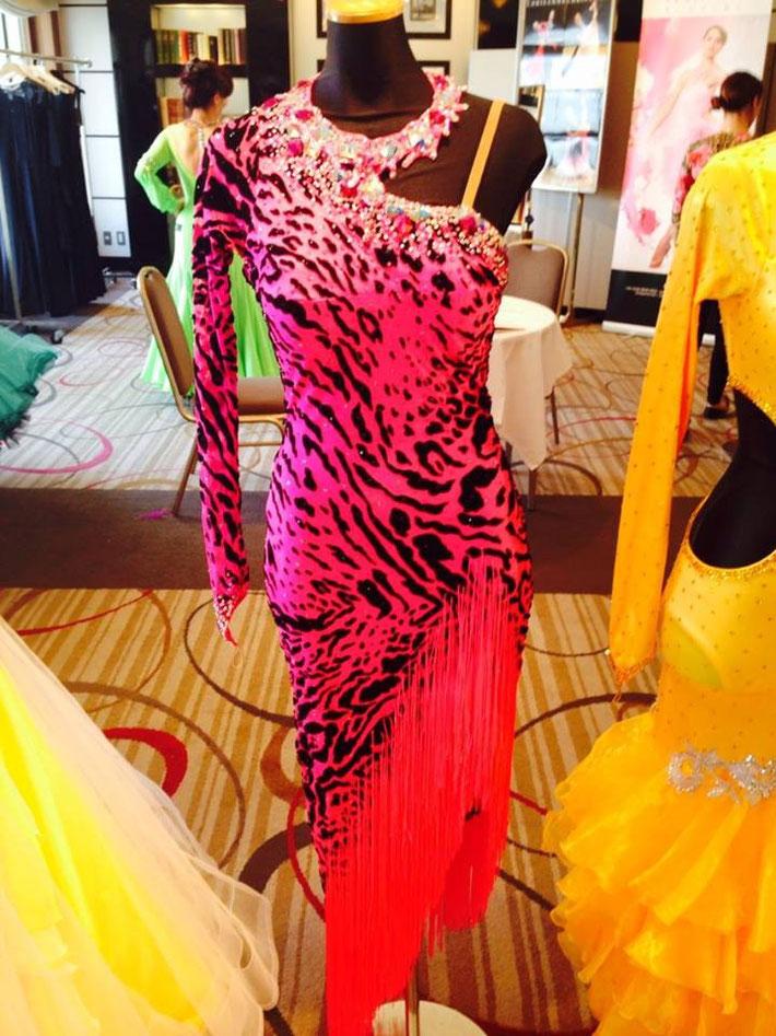 スタンダードのイメージが強いクリスアンですが、ラテンも最高の仕上がり。競技会でみかけ際立つドレスだと思い調べてみるとクリスアン製ドレスという事が度々あります。