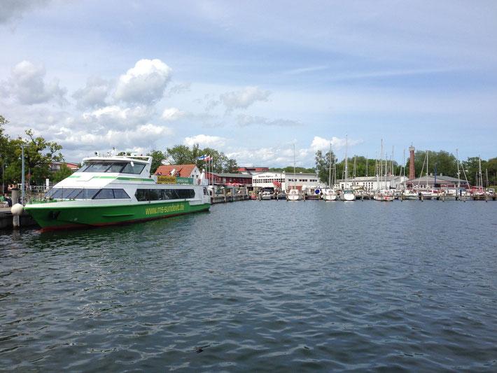 Hafen Lauterbach mit Fährschiff