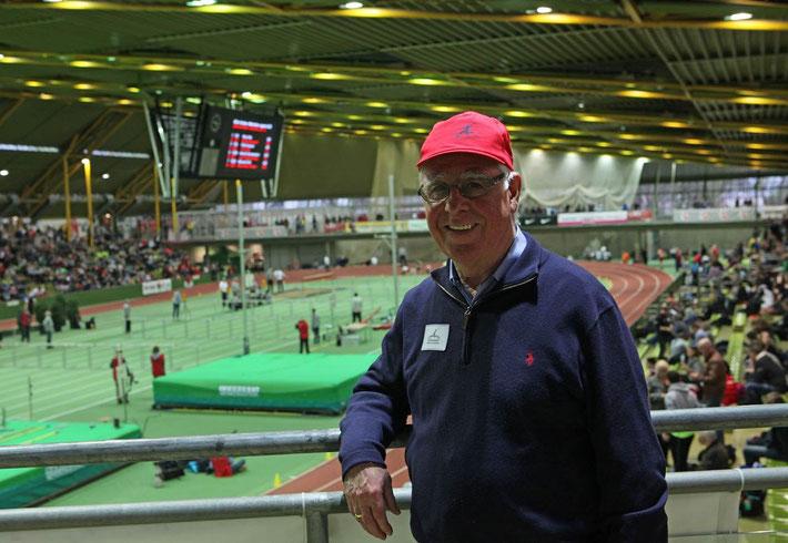 Paul Frei im Einsatz für die Freunde der Leichtathletik bei den Deutschen Jugendhallenmeisterschaften in der Helmut-Körnig-Halle vom 20.2.-21.2.2016.