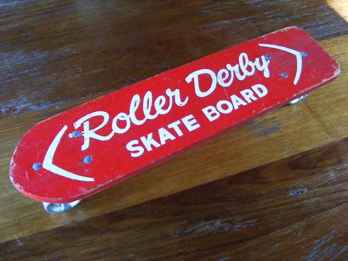 Das erste Skateboard, welches auf den Markt kam, ein Roller Derby