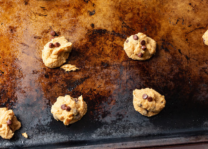 This vegan cookie dough recipe is easy! Make this chickpea chocolate chip cookie dough and also chickpea chocolate chip cookies! #cookiedough #chickpeacookies #desserthummus #cookies #vegan #chickpeas #dessert #egglessrecipe #chocolate #chocolatechip