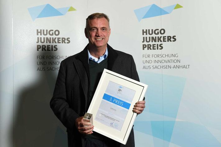 """Exipnos-Geschäftsführer Peter Putsch mit dem Hugo-Junkers-Preis - 3. Preis Kategorie """"Innovativste Produktentwicklung"""""""