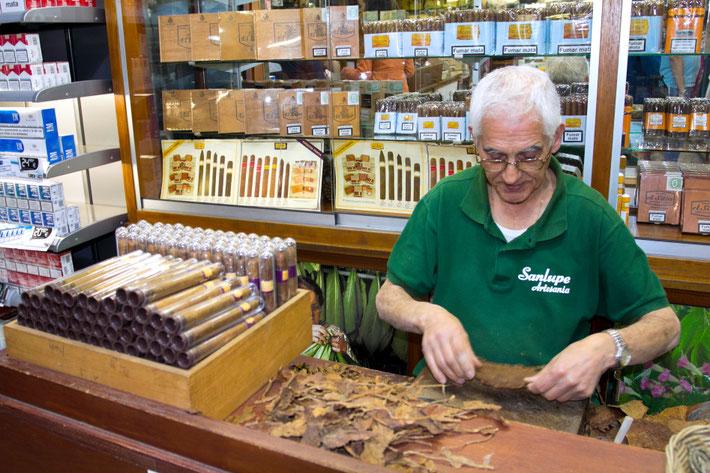 Cigarų sukėjas Santa Kruzo miestelyje La Palmos saloje / Foto: Kristina Stalnionytė