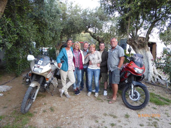 Die coole Camper Gang aus Deutschland in Albanien ;)