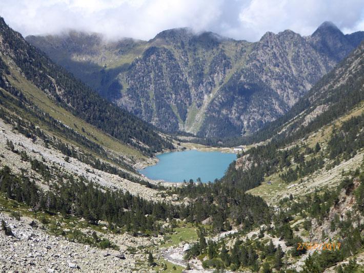 """Der Blick auf den """"Lac de Gaube"""" von einer erhöhten Position"""