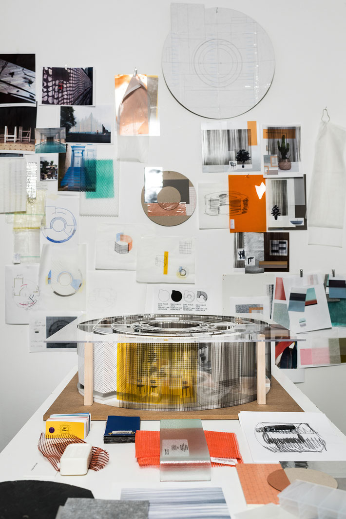 Adorei a moodboard inspiracional de Sebastian Herkner, designer em destaque nesta ediçào.