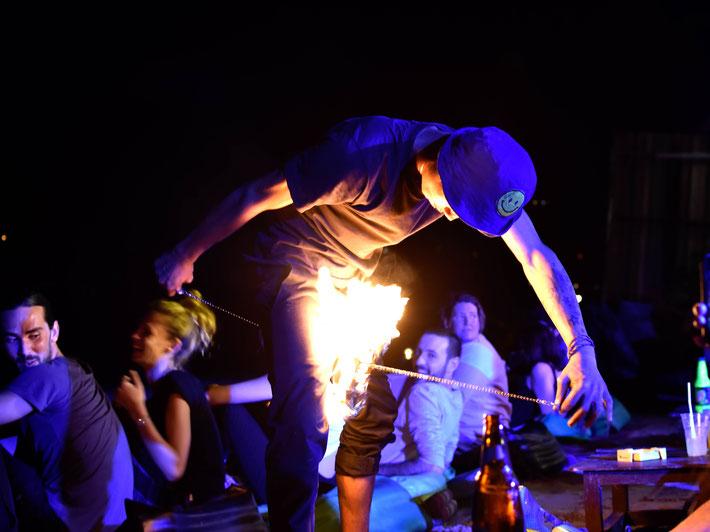 Feuer Tradition Partie Full Moon Kho Phangan Nacht Leben Thailand Reise Fotograf Martin Matok