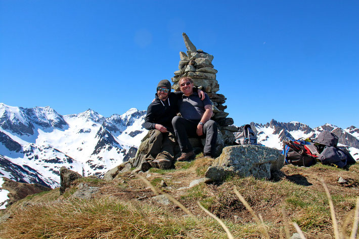 Toujours le cairn du Pic de Barran et deux papas heureux...