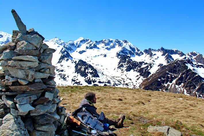 Sébastien en état contemplatif devant la beauté du paysage.