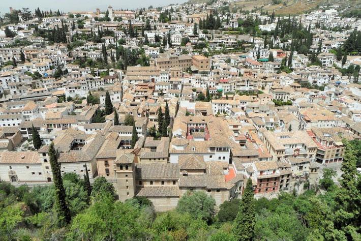 Blick von der Alhambra auf die Altstadt von Granada.