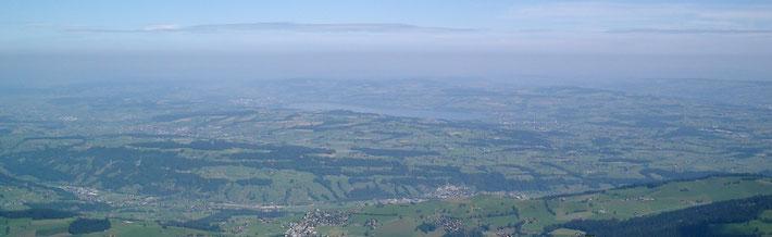 Sicht vom Mittagsgüpfi (Pilatusmassiv) auf die Luzerner Landschaft