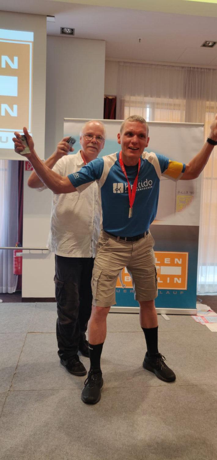 Siegerehrung mit Rainer Eppelmann