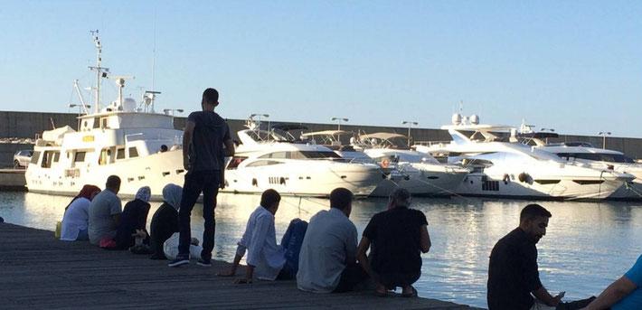 teure Schiffe im Hafen von Beirut