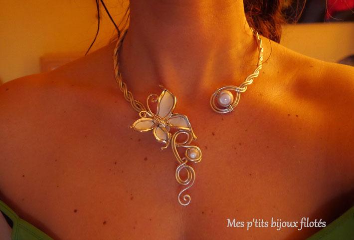collier papillon blanc mariée