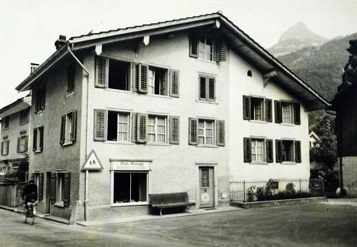 Haus von Schuhmachermeister Robert Rüegg in voller Grösse, heute Parkplatz Restaurant Sternen