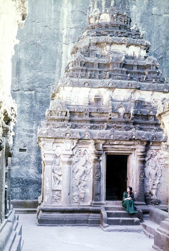 1975 ; Sher DiMaggio Zois at Ellora. Photo taken by Anthony Zois