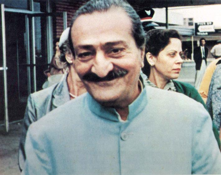 1956 : Meher Baba at San Francisco International Airport. Adele Wolkin standing behind.