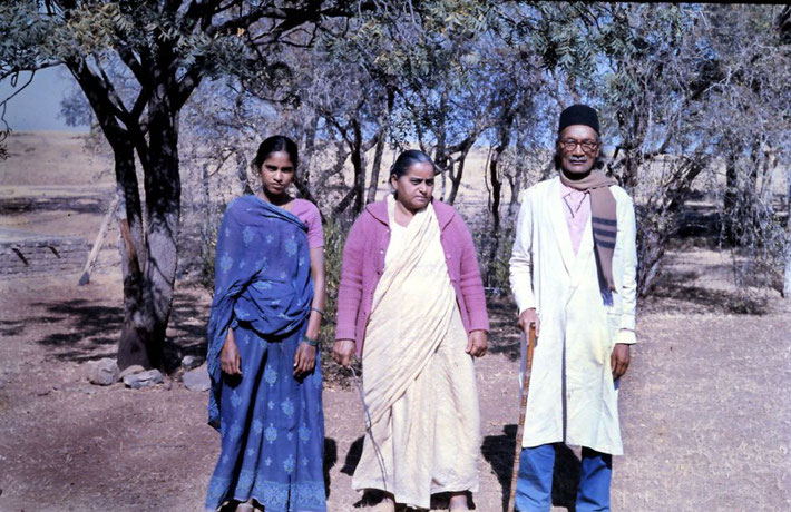 Deshmukh Family - Meherabad 1975 : photo taken by Anthony Zois