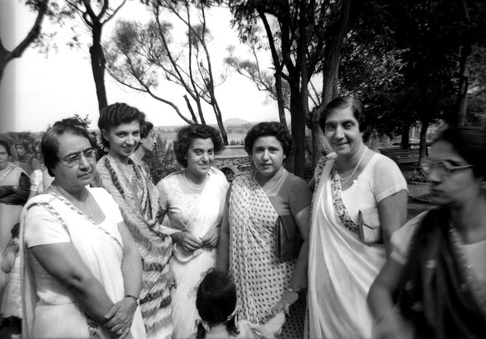 ( L-R ) Khorshed, Freiny ( Mrs. Adi Jrn.), Roshan, ( Goher's youngest sister), Viloo ( Sarosh Irani's wife ), Soona ( Dinshaw Irani's wife ), ?