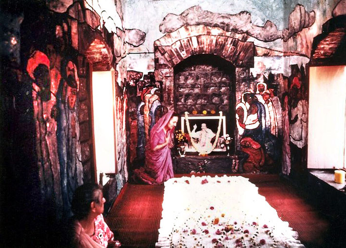 Mehera in Meher Baba's Tomb