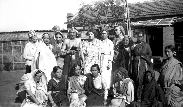 MSI Collection ; 1937 -  India. Nonny is standing on the far left wearing a hat