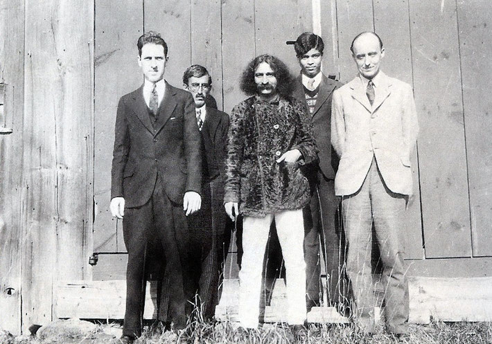 "1931 :This picture was taken at the ""Greensfield""  property. ( L-R ) Malcolm Schloss, Feramoz 'Chanji' Dadachanji, Meher Baba, Agha Ali & Meredith Starr.  This picture is mentioned in Lord Meher at being taken at the ""Harmon"" property, which is incorrect."