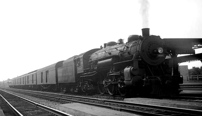 Steam locomotive 4907 at Union Station in South Bend, 1936