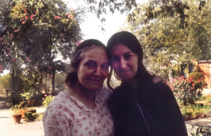 1975 Meherazad : Mehera with Sher DiMaggio Zois